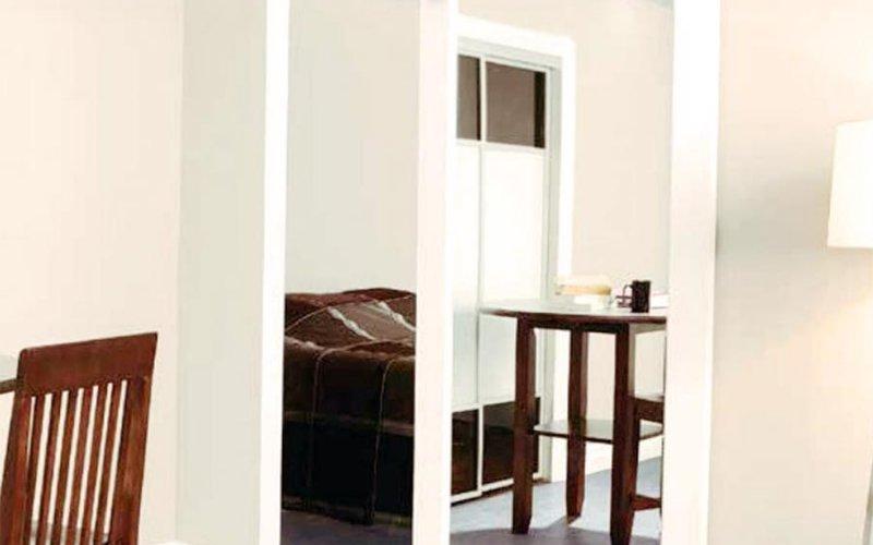 Стеклянные раздвижные в стену двери