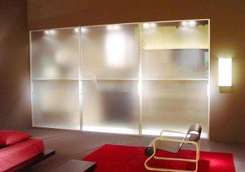 Двери перегородка в гардеробную с матовым стеклом