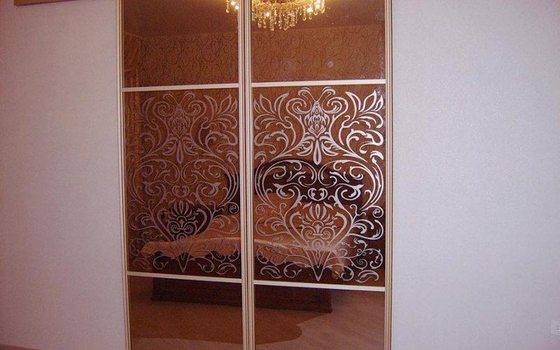 Зеркальные двери 2 штуки