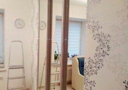 Дверь раздвижную с зеркалом между комнатами