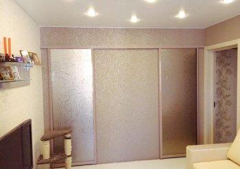 Зеркальные двери в комнату раздвижные