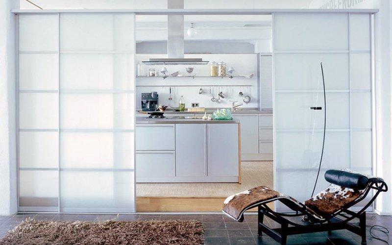 Раздвижную дверь белую