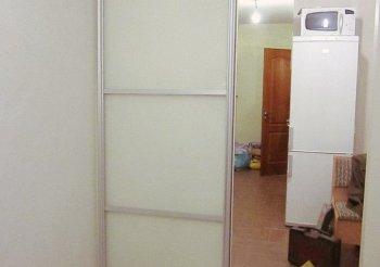 Раздвижные двери белые со стеклом