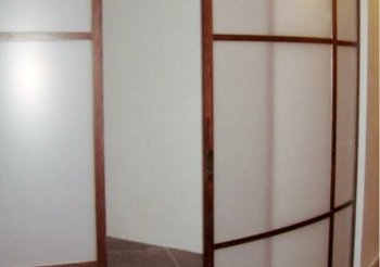 Полукруглые раздвижные двери