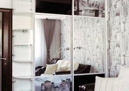 Двери шкафа купе с зеркальными вставками