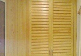 Жалюзийные двери для шкафа в туалете
