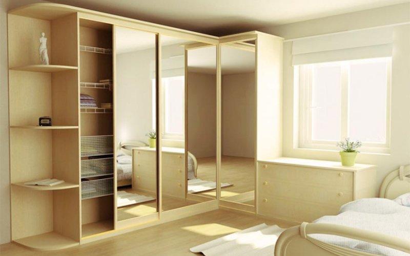 Угловой шкаф купе с зеркальными дверями