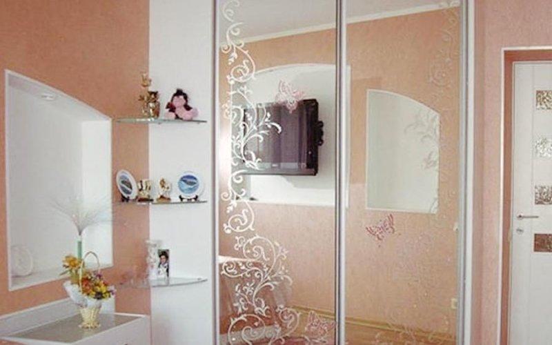 Заказные зеркальные двери для шкафа купе