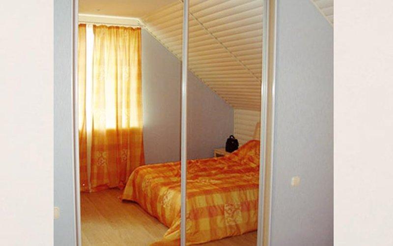 Двери зеркальные для встроенного шкафа