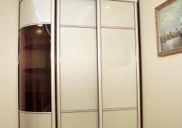 Встроенные шкафы с распашными дверями