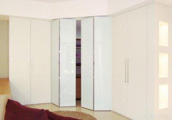 Встроенный шкаф со складными дверями