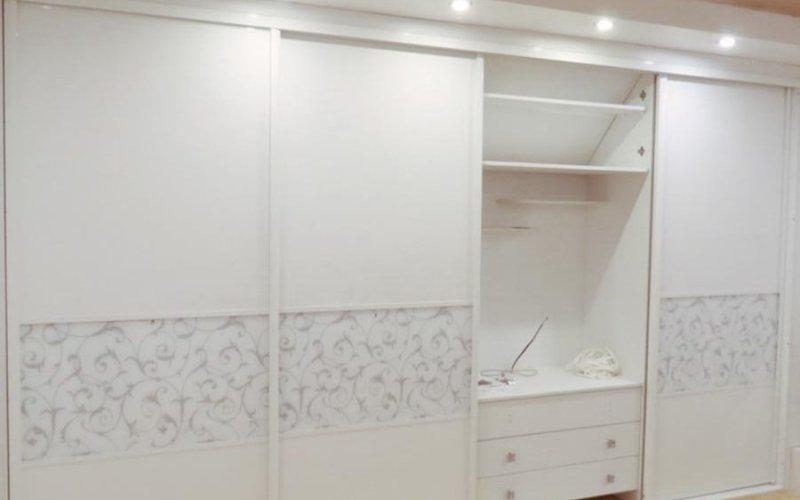 Белый шкаф купе без зеркал