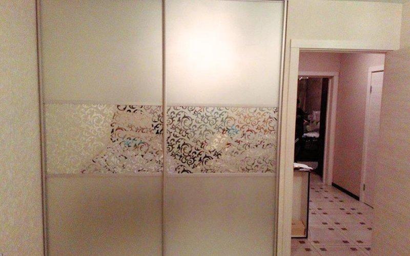 Шкафы в прихожую с распашными зеркальными дверями
