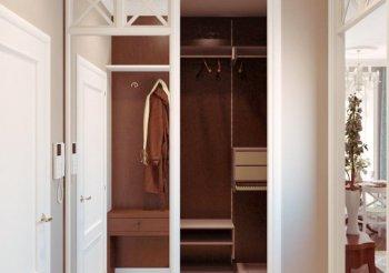 Дверь купе с зеркалом в гардеробную