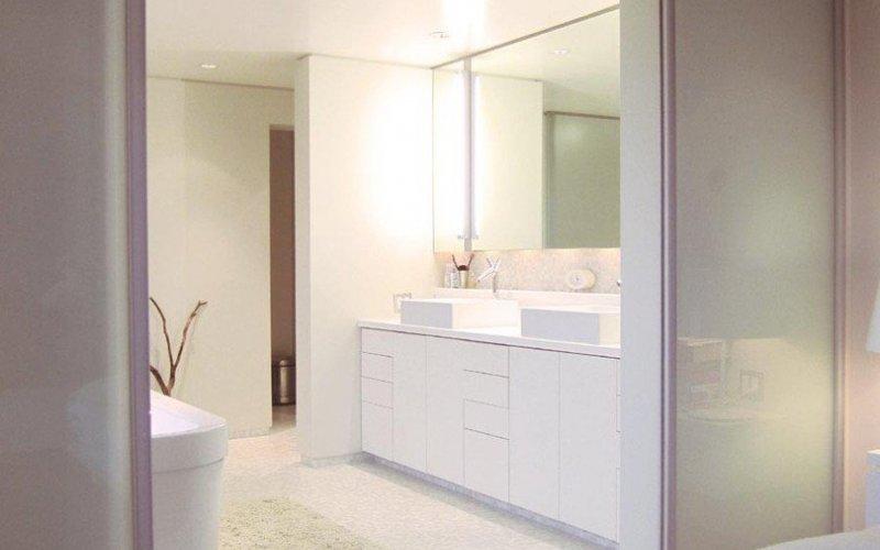 Дверь купе в ванную комнату и туалет