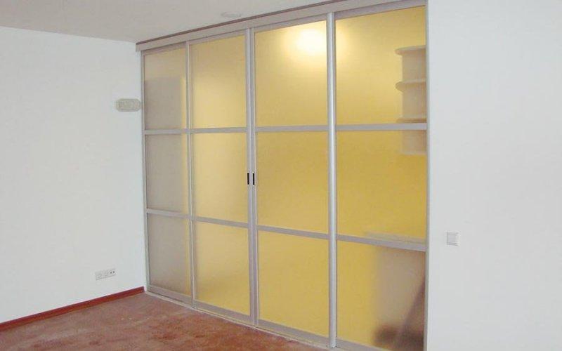 Дверь купе в комнату