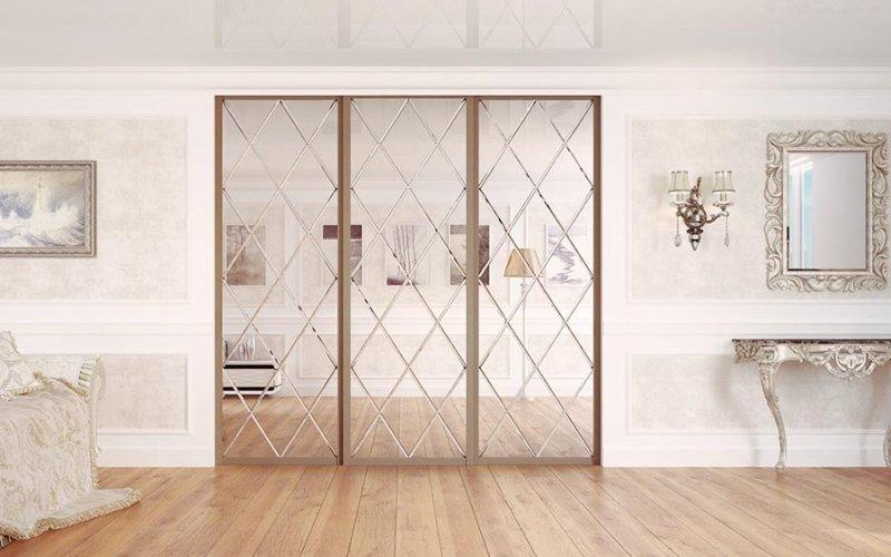 Зеркальные двери купе в комнату