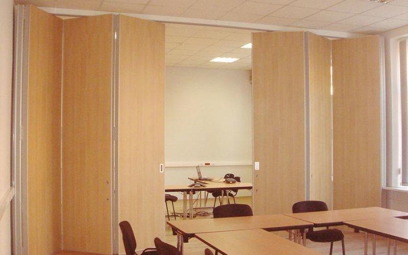 Раздвижная перегородка гармошка для зонирования комнаты
