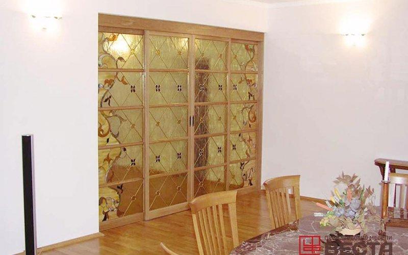 Двери перегородки между кухней и гостиной