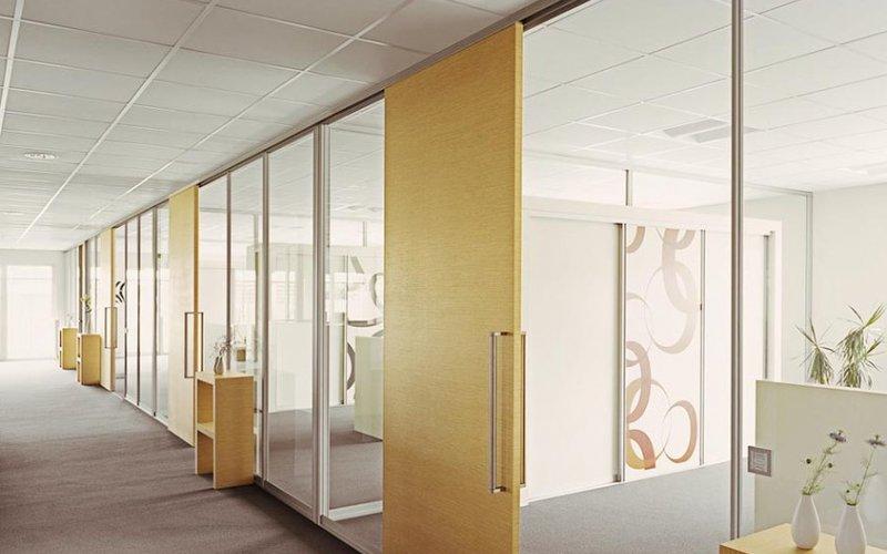Стеклянные двери и перегородки офисные