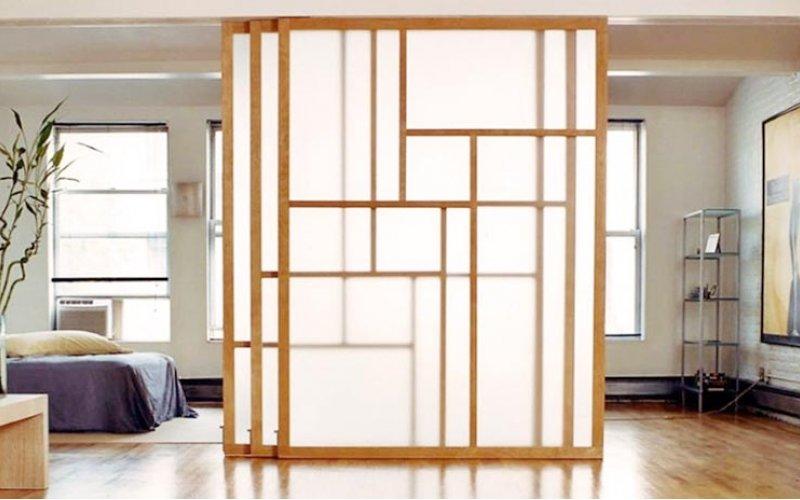 Деревянная перегородка для зонирования комнаты