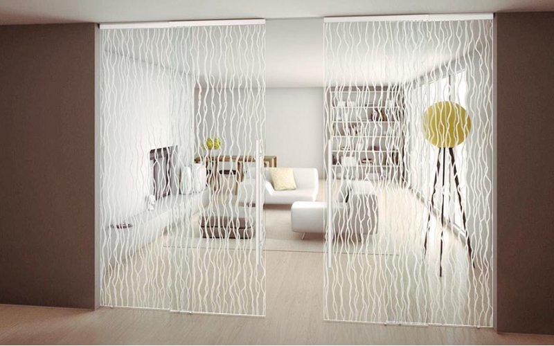 Стеклянные перегородки для зонирования комнаты в квартире
