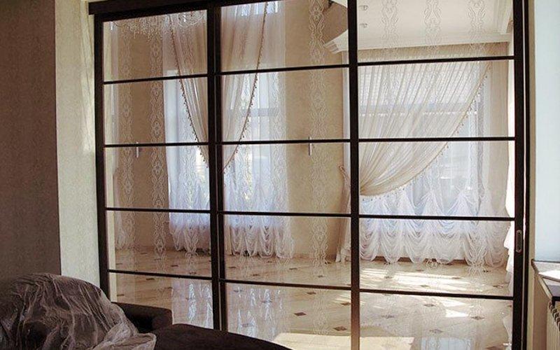Зонирование стеклянными раздвижными перегородками
