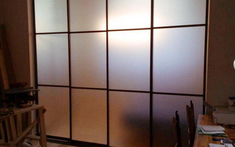 Легкие раздвижные перегородки для зонирования комнаты