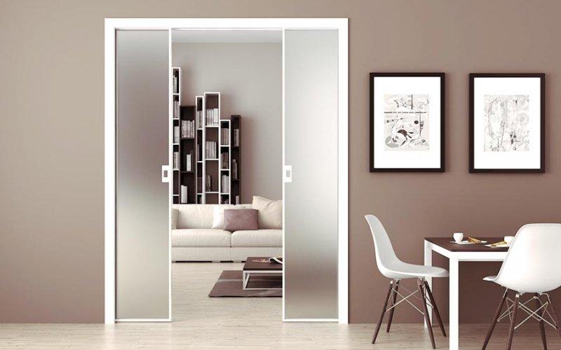 Раздвижная дверь межкомнатная с зеркалом белая