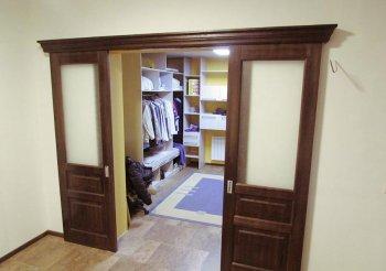 Зеркальные раздвижные двери для гардеробной