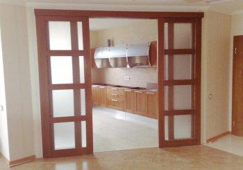 Раздвижные межкомнатные двери в гостиной
