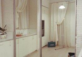 Разделение комнаты на две зоны раздвижными дверями