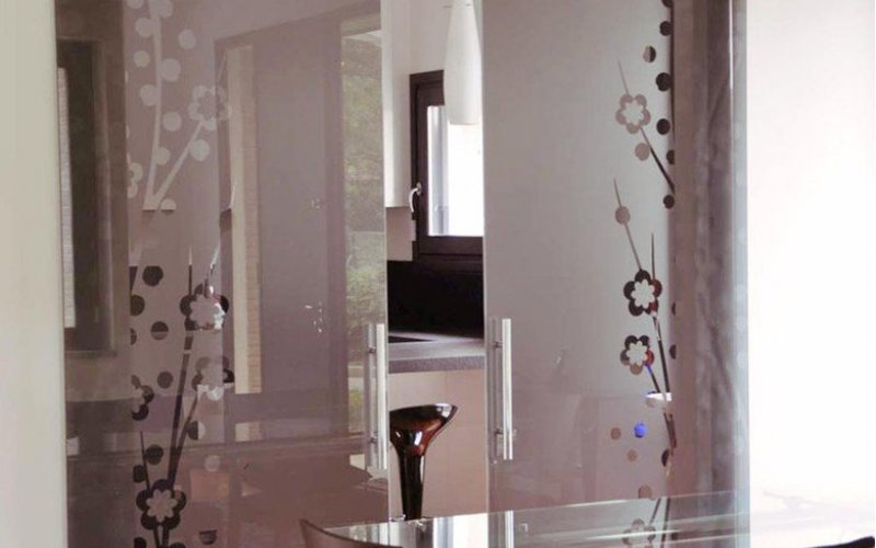 Стеклянные двери раздвижные в стену
